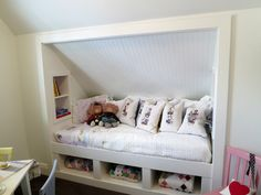 48 Stunning Alcove Bed Designs To Use Every Inch Of Your Small Home Alcove Bed, Bed Nook, Attic Bedrooms, Girls Bedroom, Bedroom Decor, Bedroom Green, Built In Bunks, Built In Bed, Attic Spaces