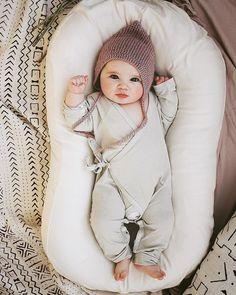 Likes, 826 Kommentare – Colorado Dreamers – (AbdulAziz Buk … - Baby Kleidung Cute Little Baby, Baby Kind, Cute Baby Girl, Little Babies, Cute Babies, Baby Baby, Baby Girls, Baby Nest, Foto Baby