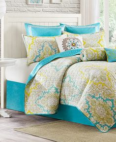 Love the colors. Not really into quilts but really like the center pillow