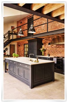 Modern Kitchen Decor: 4 top tips for a tailor-made kitchen with Tom How . - Modern Kitchen Decor: 4 top tips for a tailor-made kitchen with Tom Howley Best Picture For simple - Home Interior Design, Modern Home Interior Design, Modern Houses Interior, House Interior, Kitchen Styling, Kitchen Design, Industrial Style Kitchen, Kitchen Decor Modern, Industrial Kitchen Design