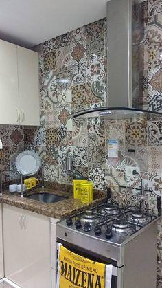 Cozinha adesivada com o adesivo de Azulejo Vila Velha www.donacereja.com.br