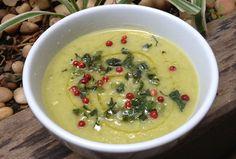 Nutricionista ensina 5 receitas de sopas funcionais para se aquecer e manter a forma no inverno