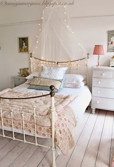 Small Bedroom Vintage – Home Board Picture Bedroom Sets, Home Bedroom, Modern Bedroom, Bedroom Furniture, Romantic Bedroom Decor, Shabby Chic Bedrooms, Bedroom Vintage, Romantic Cottage, Cama Vintage