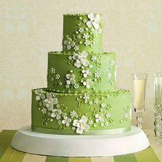 Vibrant Green Wedding Cake Turn up the volume on a classic Southern flower—the spring-blossoming dogwood—by pairing it with icing in a vibrant shade of grass green. Jan Moon of Dreamcakes designed this cake with another twist: oval layers, instead of traditional round ones. #weddingcakes