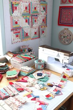 Vintage-inspired Log Cabin Quilt blocks made by Amy Smart of Diary of a Quilter. Using vintage reproduction fabric scraps. Édredons Cabin Log, Log Cabin Quilts, Log Cabins, Rustic Cabins, Scrappy Quilts, Mini Quilts, Baby Quilts, Lidl, Quilt Kits