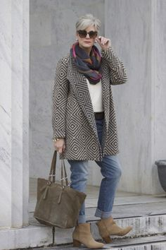 women's fashion over 60 how to wear leggings Over 60 Fashion, Over 50 Womens Fashion, 50 Fashion, Look Fashion, Trendy Fashion, Winter Fashion, Fashion Outfits, Stylish Outfits, Fashion Clothes