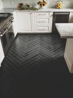 About Herringbone Floor Tile Ideas Gallery Images For Dream Home And Interior. Find Herringbone Floor Tile And Others About Home Interior Here - Desigining Home Interior Home Design, Floor Design, Design Design, Planchers En Chevrons, Herringbone Tile Floors, Herringbone Pattern, Grey Tiles, Black Tiles, Black Marble