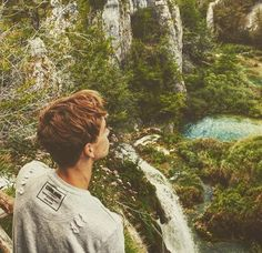 Theirs two types of beauty here. Nature and Joe Sugg ❣️>>> agreed. Mark Ferris, Joseph Sugg, Buttercream Squad, Sugg Life, Jack Maynard, Zoe Sugg, British Youtubers, British Boys, Tyler Oakley