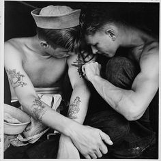Reminds me of my brother. Much-inked American sailor having another tattoo done by a shipmate aboard the battleship USS New Jersey during WWII. Date taken: December 1944 Photographer: Charles Fenno Jacobs Marine Tattoos, Navy Tattoos, Sailor Tattoos, Nautical Tattoos, Ship Tattoos, Boat Tattoos, Western Tattoos, Military Tattoos, Anchor Tattoos
