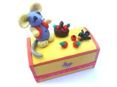 boite à dents de lait en bois peinte et décoraton sujets fimo : Boîtes, coffrets par zoune-univers-bebe