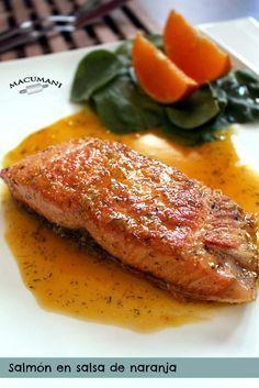 "Venga, que hoy vamos a preparar un salmón en salsa de naranja .. deluxe..  a ver si tengo algún estudiante con el oido pegao por ahí detrás , ¿ me escuchas ?... guardate esta receta en tu ""kit de Salmon Recipes, Veggie Recipes, Fish Recipes, Seafood Recipes, Mexican Food Recipes, Cooking Recipes, A Food, Good Food, Food And Drink"