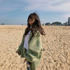 Korean Fashion Trends you can Steal – Designer Fashion Tips Korean Girl Cute, Korean Girl Ulzzang, Mode Ulzzang, Asian Girl, Ulzzang Couple, Korean Aesthetic, Aesthetic Girl, Aesthetic Clothes, Aesthetic Images