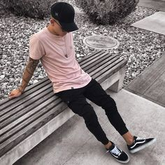 Minimalist Streetwear - Best Fashions for All Urban Fashion, Trendy Fashion, Fashion Black, Fashion Ideas, Classy Fashion, Fashion Art, Fashion Clothes, Fashion Boots, Men Clothes