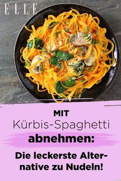 Du kannst nicht auf Kohlenhydrate verzichten? Dann probiere es jetzt mit den Kürbis-Spaghetti, die beim Abnehmen helfen und besser als Nudeln sind. #lowcarb #kohlenhydrate #kürbis #nudeln #food #rezepte #abnhemen Japchae, Cabbage, Spaghetti, Vegetables, Ethnic Recipes, Food, Healthy Meals, Healthy Recipes, Losing Weight