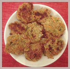 Knusprig würzige Quinoa Zucchini Möhren Bratlinge |  Kleiner Tipp: Etwas Vollkornmehl in die Bratlings-Mischung, dann sind die Bratlinge besser formbar. Rezept: https://greenysherry.com/2016/03/09/knusprige-quinoa-kurkuma-burger-gf-vegan/comment-page-1/