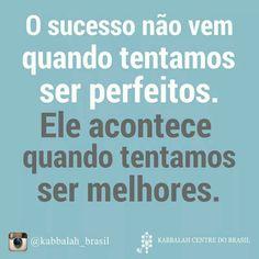 """""""Não existem pessoas de sucesso e pessoas fracassadas. O que existem são pessoas que lutam pelos seus sonhos e pessoas que desistem deles"""""""