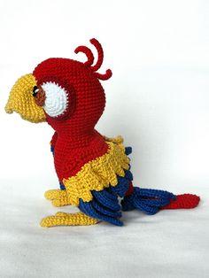 Chili the parrot amigurumi crochet pattern by IlDikko