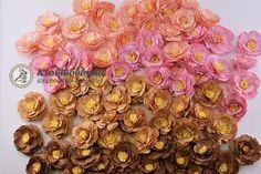 Szeretném bemutatni nektek a Florartistry virágkészítő vágósablonjait. Hihetetlen egyszerűen működik és csodaszép virágokat készíthetünk percek alatt Craftsman, Floral Wreath, Scrapbook, Wreaths, Diy, Home Decor, Artisan, Decoration Home, Bricolage
