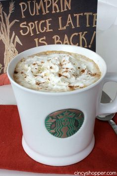 Copycat Starbucks Pumpkin Spice Latte Recipe- Super simple to make right at home this fall. Copycat Starbucks Pumpkin Spice Latte Recipe, Pumpkin Spiced Latte Recipe, Pumpkin Recipes, Fall Recipes, Pumpkin Puree, Yummy Drinks, Yummy Food, Fall Drinks, Smoothie Drinks