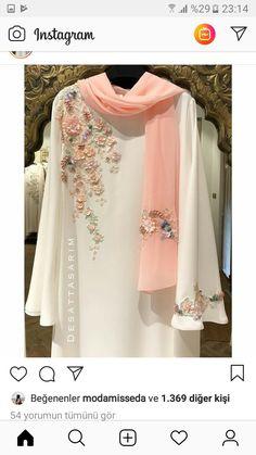Abaya Style 560768591099833133 - Image may contain: people standing Source by rushdaz Pakistani Fashion Casual, Pakistani Dresses Casual, Pakistani Dress Design, Abaya Fashion, Muslim Fashion, Indian Fashion, Style Fashion, Designer Party Wear Dresses, Indian Designer Outfits