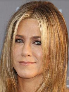 Jennifer Aniston élue plus belle femme du monde  L'actrice phare de Friends, Jennifer Aniston, a été élue par le magazine «People» «plus belle femme du monde» de l'année 2016.