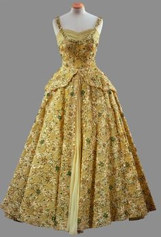 : Lime green gown with crinoline skirt heavily embroidered with beads and sequins Norman Hartnell Worn by Queen Elizabeth II color photo print ad museum Norman Hartnell, Vintage Gowns, Mode Vintage, Vintage Outfits, Vintage Clothing, 1950s Fashion, Royal Fashion, Beautiful Gowns, Beautiful Outfits