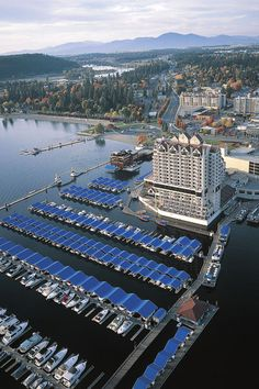 Another view of the Coeur d'Alene resort, marina, and boardwalk.