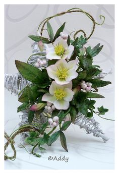 Helleborus, snowberries, ivy & holly Sugar Paste Flowers, Icing Flowers, Fondant Flowers, Real Flowers, Artificial Flowers, Paper Flowers, Beautiful Flowers, Christmas Cake Decorations, Christmas Cakes
