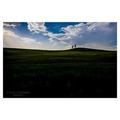 Come with me. :couple: #engagement#prebodasmolonas#prebodas#justoneshoot#picoftheday#sky#blue#green#grass#couple#albertosagradophotographer#fotografiadebodas#colores#colo#colours#quierofotosasidemiboda#nikon#bodas#fotospreboda#fotografodebodas#weddings#we