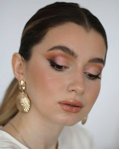 I love my makeup simple, but with a touch of sparkle. Love My Makeup, Simple Makeup, Summer Glow, Pearl Earrings, Drop Earrings, Colorful Makeup, Sparkle, Touch, Face