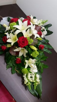 Funeral Flowers, Floral Wreath, Wreaths, Table Decorations, Furniture, Home Decor, Manualidades, Floral Crown, Decoration Home