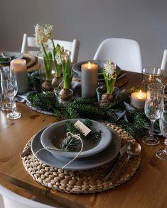 "🥂🍽✨""Setkali jsme se u jednoho stolu, po roce opět všichni a spolu..."" 🎶🎵🎶🎵🎵 _________________________________ #spolu #stedryvecer #vecere… Winter Christmas, Table Decorations, Furniture, Home Decor, Decoration Home, Room Decor, Home Furnishings, Home Interior Design, Dinner Table Decorations"