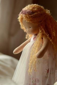 :: Crafty :: Cloth Doll :: Вальдорфская игрушка ручной работы. Маруся, маленькая принцесса 34см. Калина Ерофеева куклы для детей. Ярмарка Мастеров. Игровая кукла