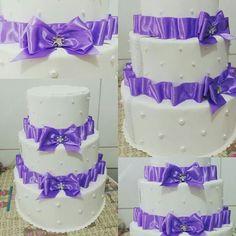 Bolo fake de casamento Branco e lilás