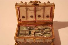 1820 Tiny Necessaire, Etui $820 BIN