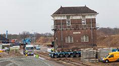 Tijdens een spectaculaire verplaatsing op 10 en 11 april 2013 is het Seinhuis van station Roosendaal naar deze locatie getransporteerd.