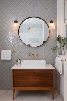 Bathroom Sink Design, Modern Bathroom Design, Bathroom Interior Design, Interior Design Living Room, Small Bathroom, Bathroom Sinks, Master Bathroom, Bathroom Wall, Vintage Bathroom Cabinet