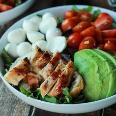 Caprese Chicken, Chicken Salad Recipes, Grilled Chicken, Mozzarella, Protein Lunch, High Protein, Fresco, Salads Up, Classic Salad