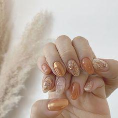 Golden shimmering coral for today's 🍑✨ ⠀ Nails: by Brides Dream Nails, Love Nails, Cute Halloween Nails, Orange Nails, Trendy Nails, Pedicure, Nail Art Designs, Nailart, Coral