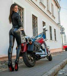 Lady Biker, Biker Girl, Biker Leather, Leather Pants, Vespa Scooter, Corpo Sexy, Sweet Jeans, Leder Outfits, Thigh High Boots Heels