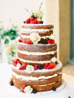 Delicious naked cake: http://www.stylemepretty.com/2015/04/11/traditional-english-wedding-in-cotswolds/ | Photography: Belle & Beau - http://belleandbeaublog.com/