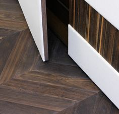 Idee & Parquet, Abito su Misura: Quercia Fumè a lisca ungherese - French herringbone pattern #ideeparquet #abitosumisura #parquet Hardwood Floors, Flooring, Texture, Crafts, Parquetry, Floor, Wood, Wood Floor Tiles, Surface Finish