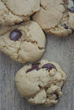 peanut butter cookies ONE - TWO COOKIES TO BE CONSIDERED LOW FODMAP Makes about 16 cookies 1 cup all natural peanut butter (stir well) 1/2 cup granulated sugar 1 egg 1/2 cup gluten free oat flour 1 teaspoon baking soda