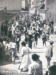 Madrid- 1908. Calle de Larra. Salida de la edición de la revista Nuevo Mundo. | Flickr: Intercambio de fotos