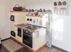 Vintage Kitchen Appliances, Old Kitchen, Farmhouse Kitchen Decor, Kitchen Cabinets, Diy Rustic Decor, Rustic Design, Rustic Interiors, Kitchen Remodel, Kitchen Design