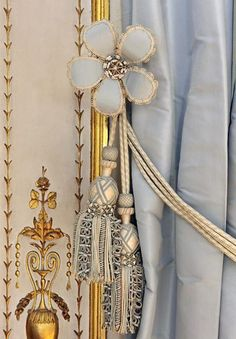 Detail from the Cabinet de la Méridienne, one of the private apartments of Marie Antoinette at Versailles. image: © EPV / Thomas GarnierImage: via Viveareine's tumbler