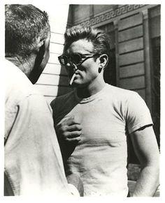 """James Dean durante el rodaje de """"Rebelde sin Causa"""" (Rebel without a Cause), 1955"""