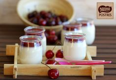 Panna Cotta de Chocolate Blanco con coulis de cerezas
