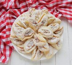 Fursecuri cu nuca si bezea Apple Pie, Camembert Cheese, Biscuits, Food And Drink, Sweets, Homemade, Cookies, Sweet Dreams, Pastries