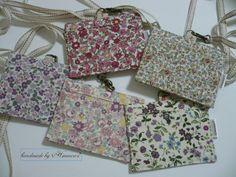 IDケース(保護者ケース)の作り方 | ハンドメイドのコツや作り方を伝授します~Himawari* Handicraft, Diy And Crafts, Sewing Patterns, Creations, Gift Wrapping, Shoulder Bag, Handmade, Bags, Flowers